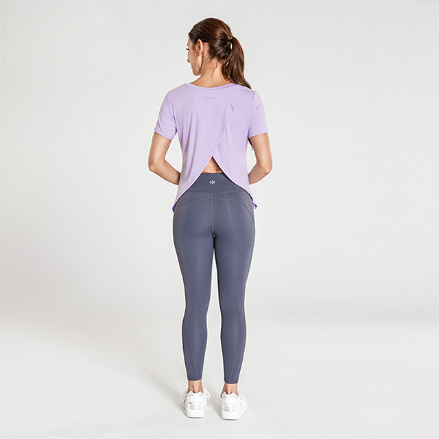 Light Purple Back Cross T-Shirt And Dark Gray Leggings Workout Clothing Manufacturers