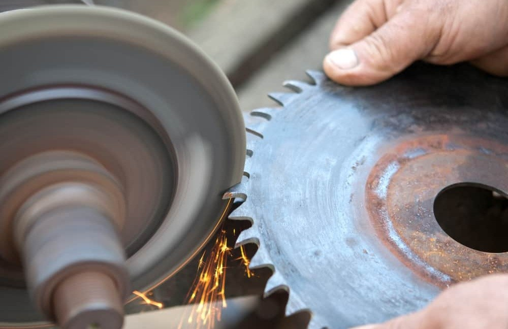 the methods and precautions for using and sharpening circular saw blades