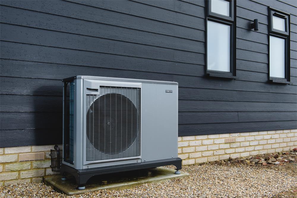 four considerations for choosing an air source heat pump
