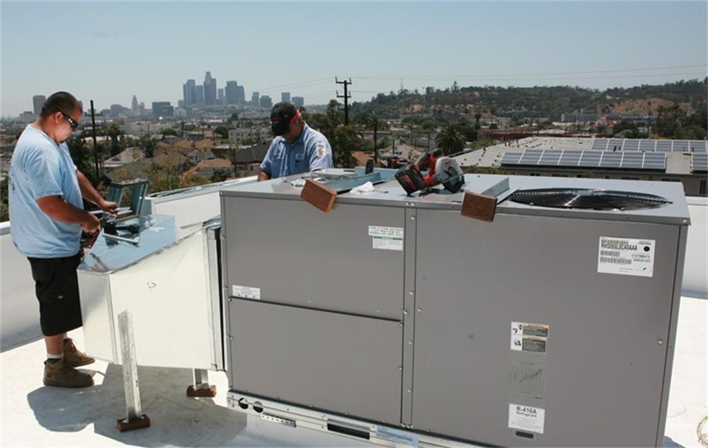 some precautions for maintaining water source heat pumps
