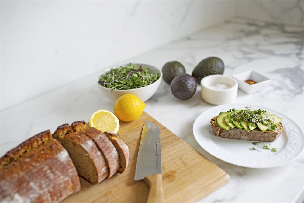 the advantages of bamboo cutting boards compared with wooden cutting boards