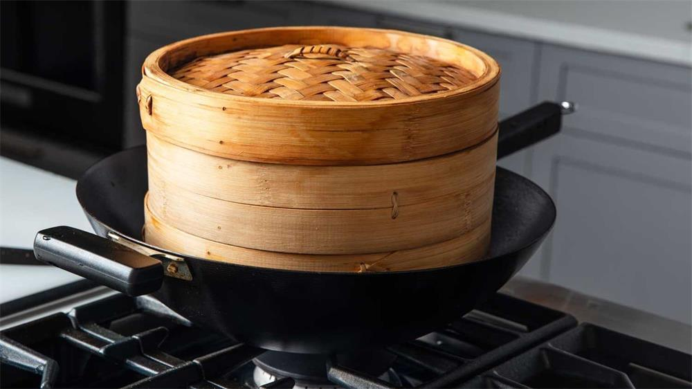 the specific method of bamboo steamer use and maintenance