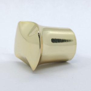 قبعات تصميم زجاجة عطر زجاجية مخصصة ، طلاء الذهب سبائك الزنك ، لامع وصلب | زجاجات GP