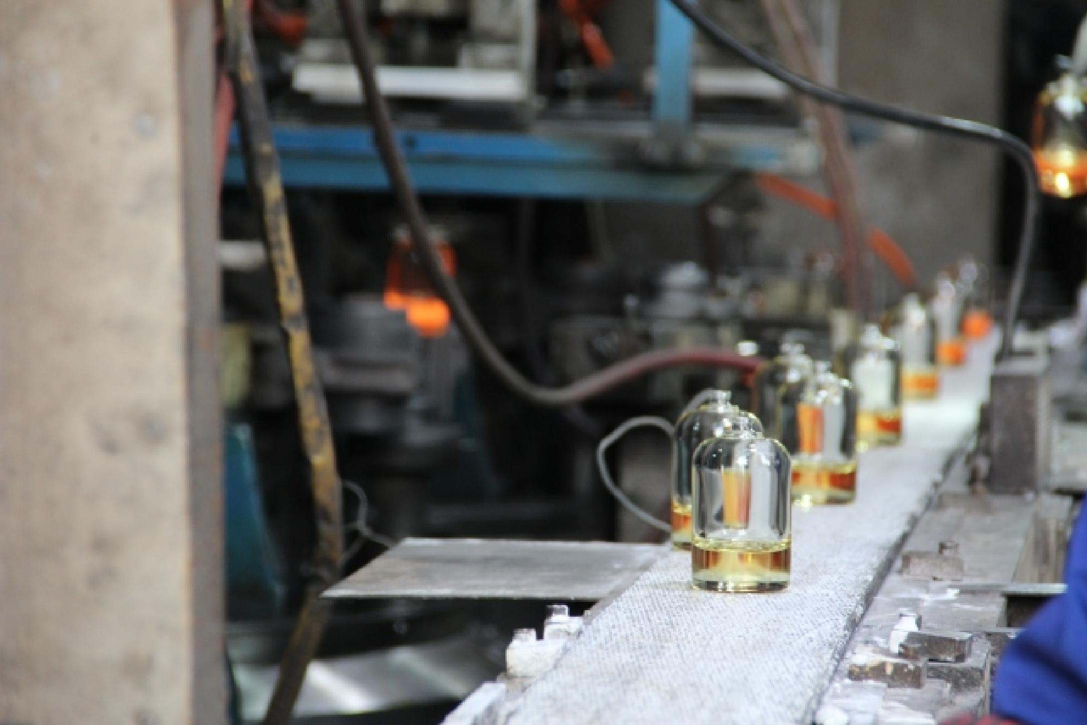 كيفية تحسين تلدين زجاجة عطر زجاجية؟