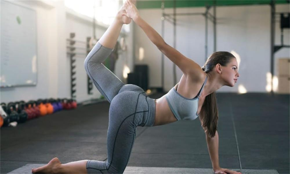 the specific reasons why yoga pants are popular with women