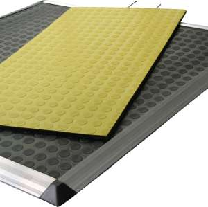 When passing the safety carpet, the device outputs a disconnect signal,