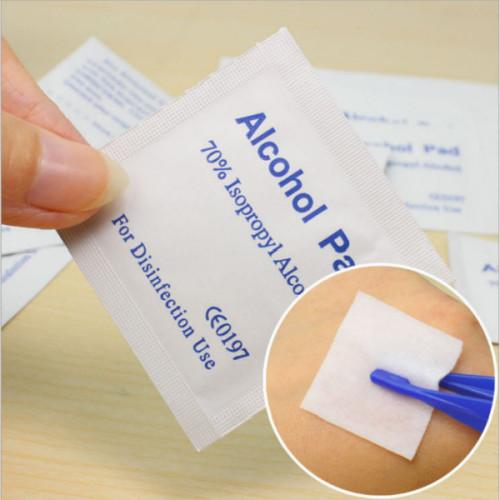 مسحة من كحول الأيزوبروبيل 70٪ للبيع بالجملة للتطهير والحقن