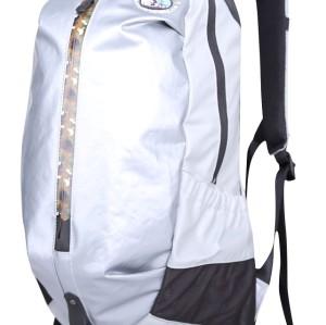 徒步旅行背包,宽敞的房间可供携带