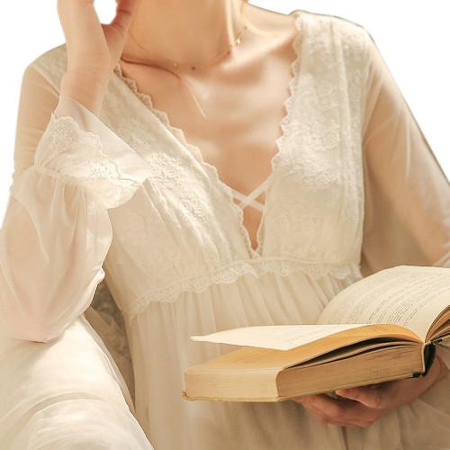 ثوب النوم الدانتيل الساتان الخامس الرقبة ملابس النساء ضئيلة حجم كبير