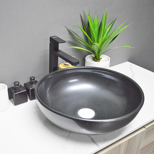 Fregaderos artísticos de la flor negra redonda de la forma del lavabo de cerámica para el cuarto de baño