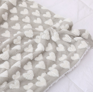 Manta de bebé hecha punto Fannel caliente al por mayor del corazón de la felpa marrón