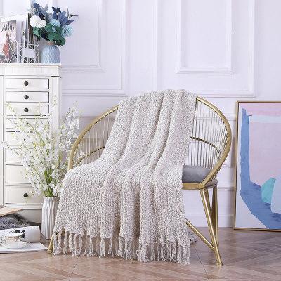 Пушистое вязаное одеяло из синели оптом с декоративными кисточками