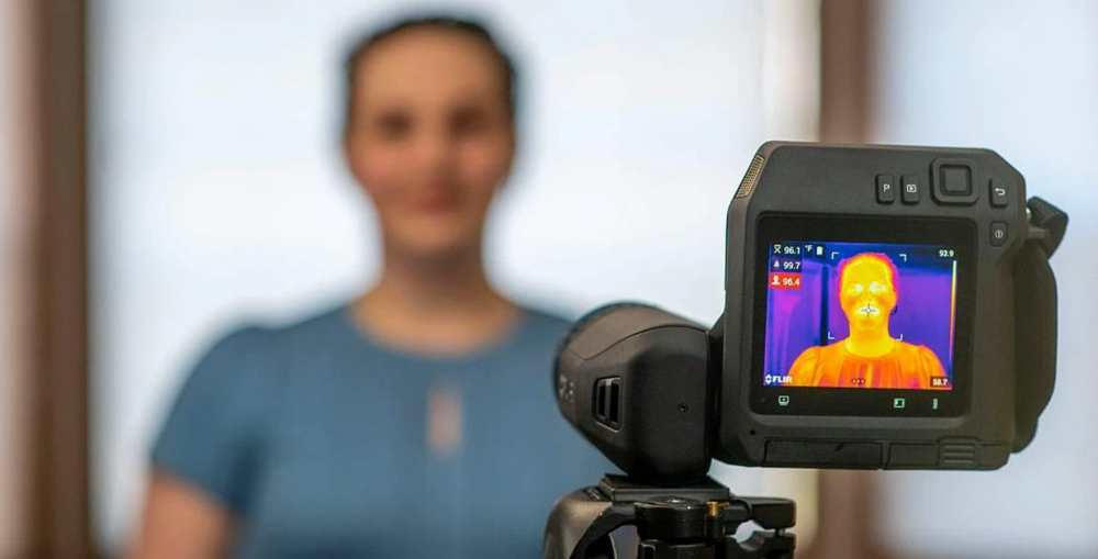 the specific method to use the infrared thermal imaging camera correctly