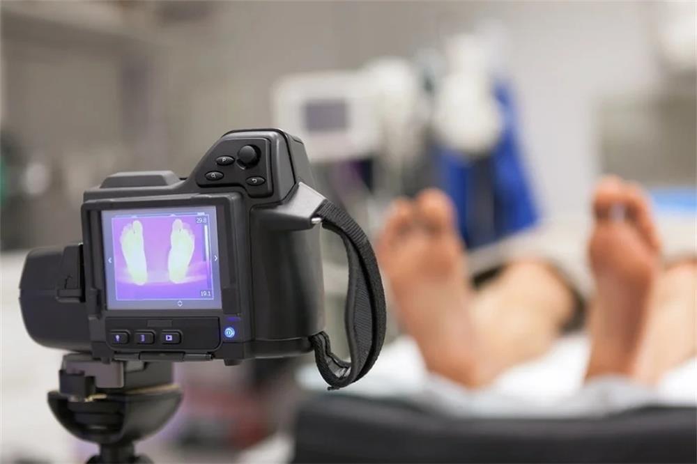 كيف يتم تطبيق تقنية التصوير الحراري بالأشعة تحت الحمراء في الطب
