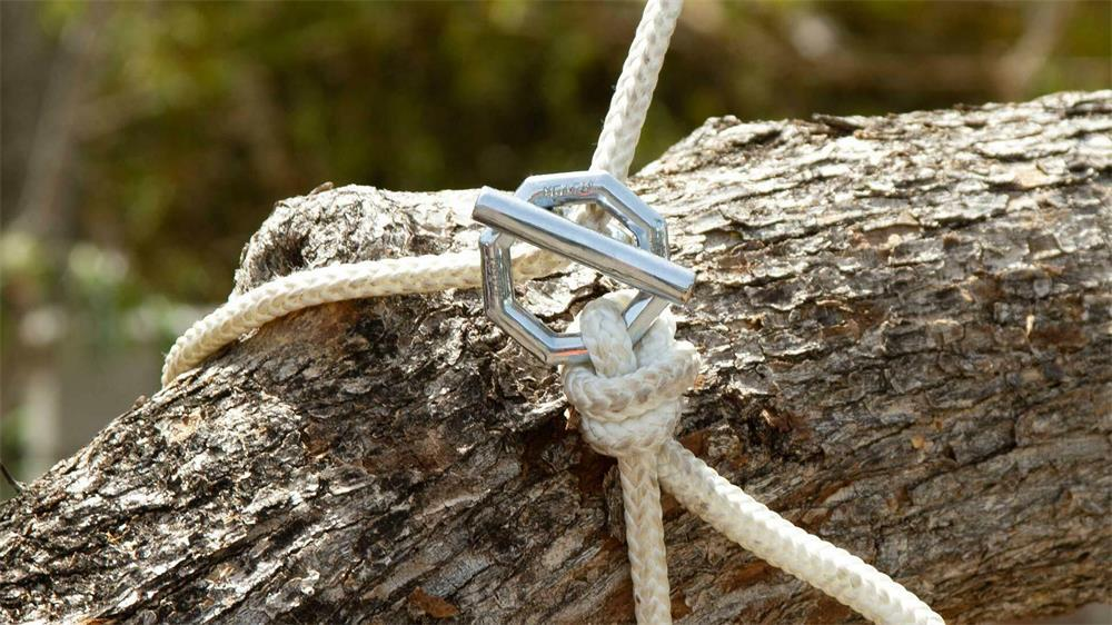 the precautions of using and storing rigging hardware