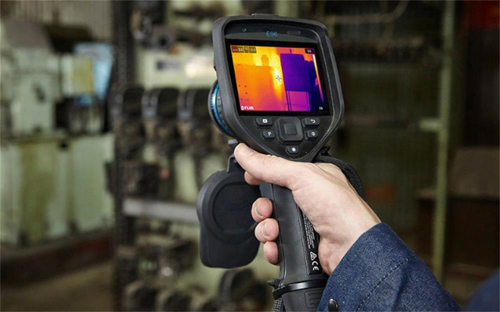 the main features of the handheld thermal imaging camera