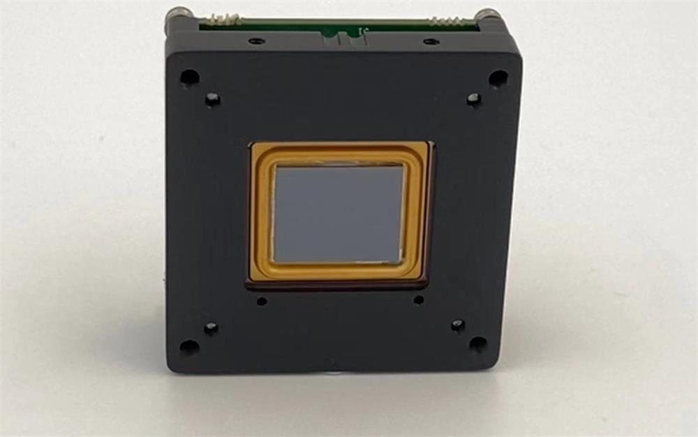 a detailed introduction to the principle and classification of infrared Focal Plane Arrays